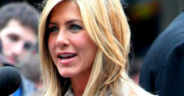 Jennifer Aniston's Morning Routine: Apple Cider Vinegar and Vitamins
