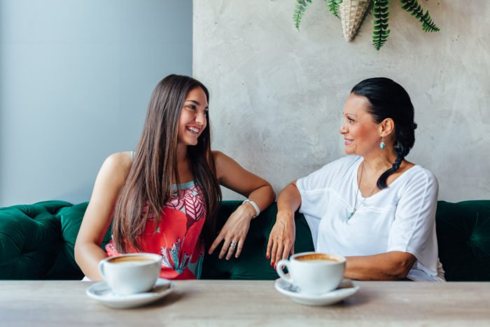 mother-daughter-cafe